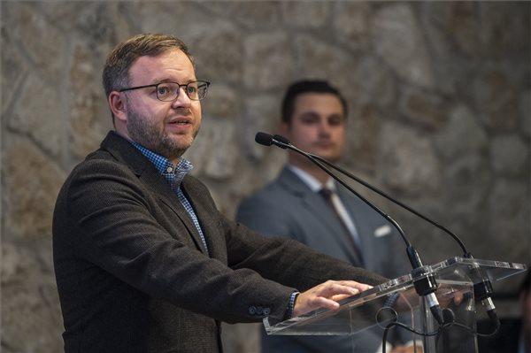Orbán Balázs: lehetővé kell tenni, hogy a fiatalok becsatlakozhassanak a közigazgatásba
